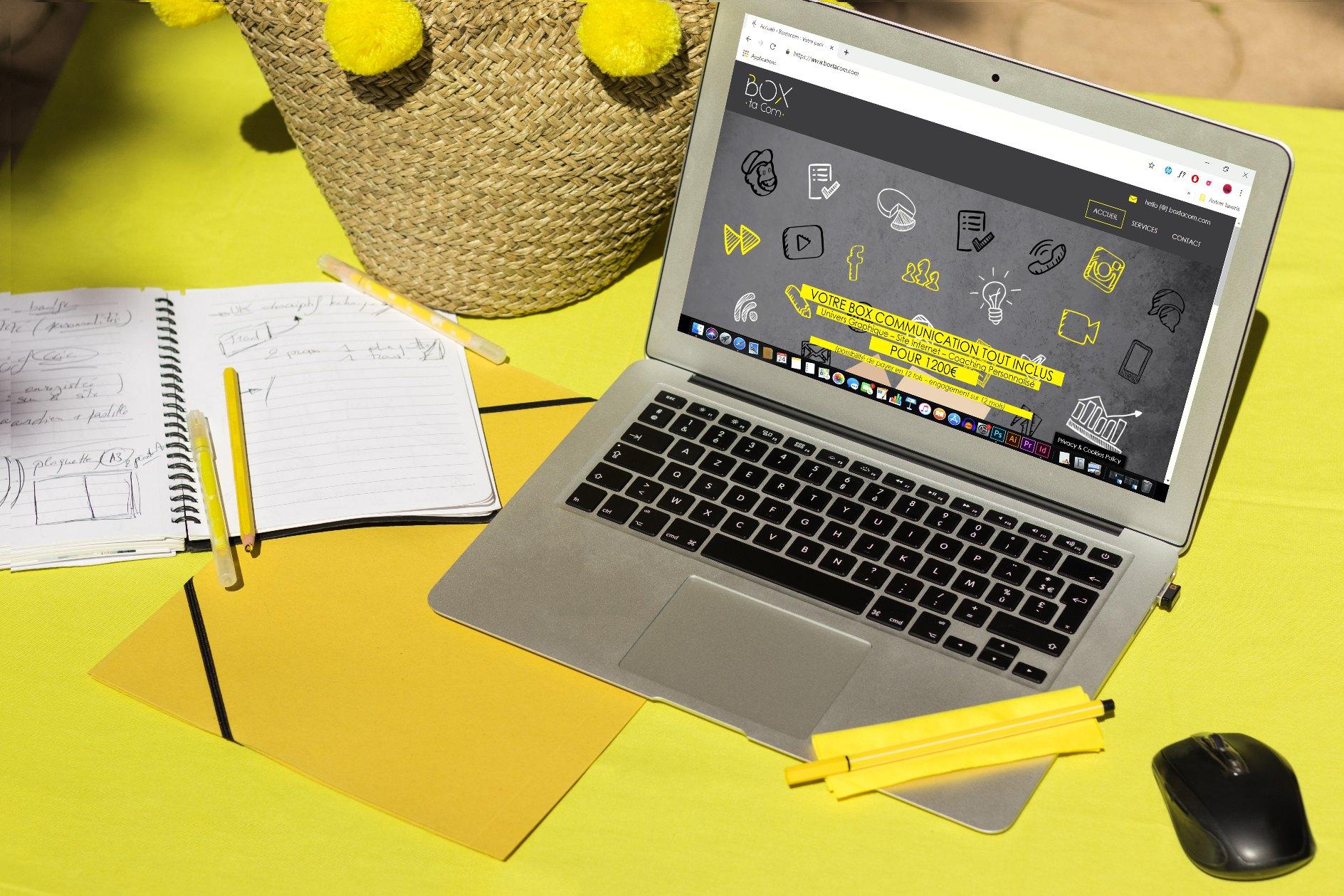 La webmaster de l'agence web gère la création de votre site internet pas cher sur Boxtacom